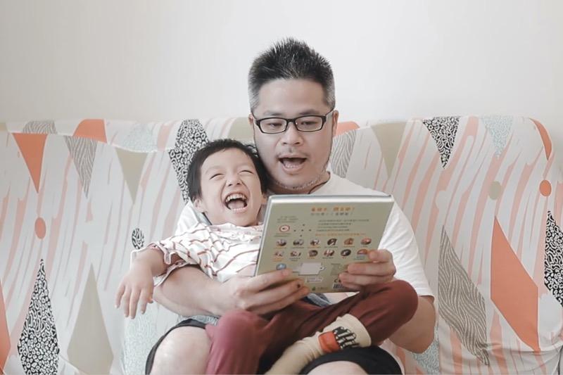 重症孩童 開心閱讀繪本 同時也是教科書